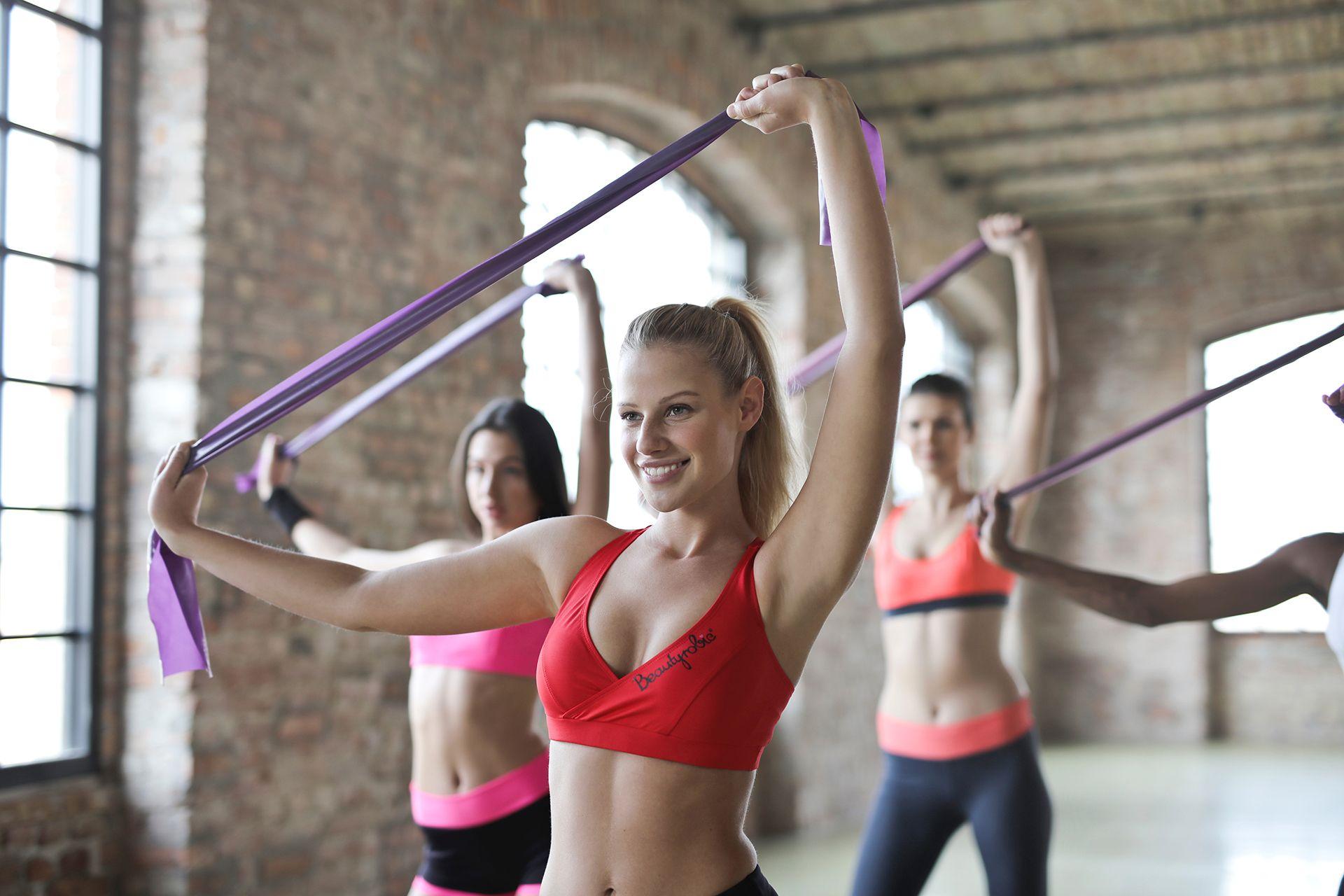 Pilates Übungen mit Kleingeräten und Stretch